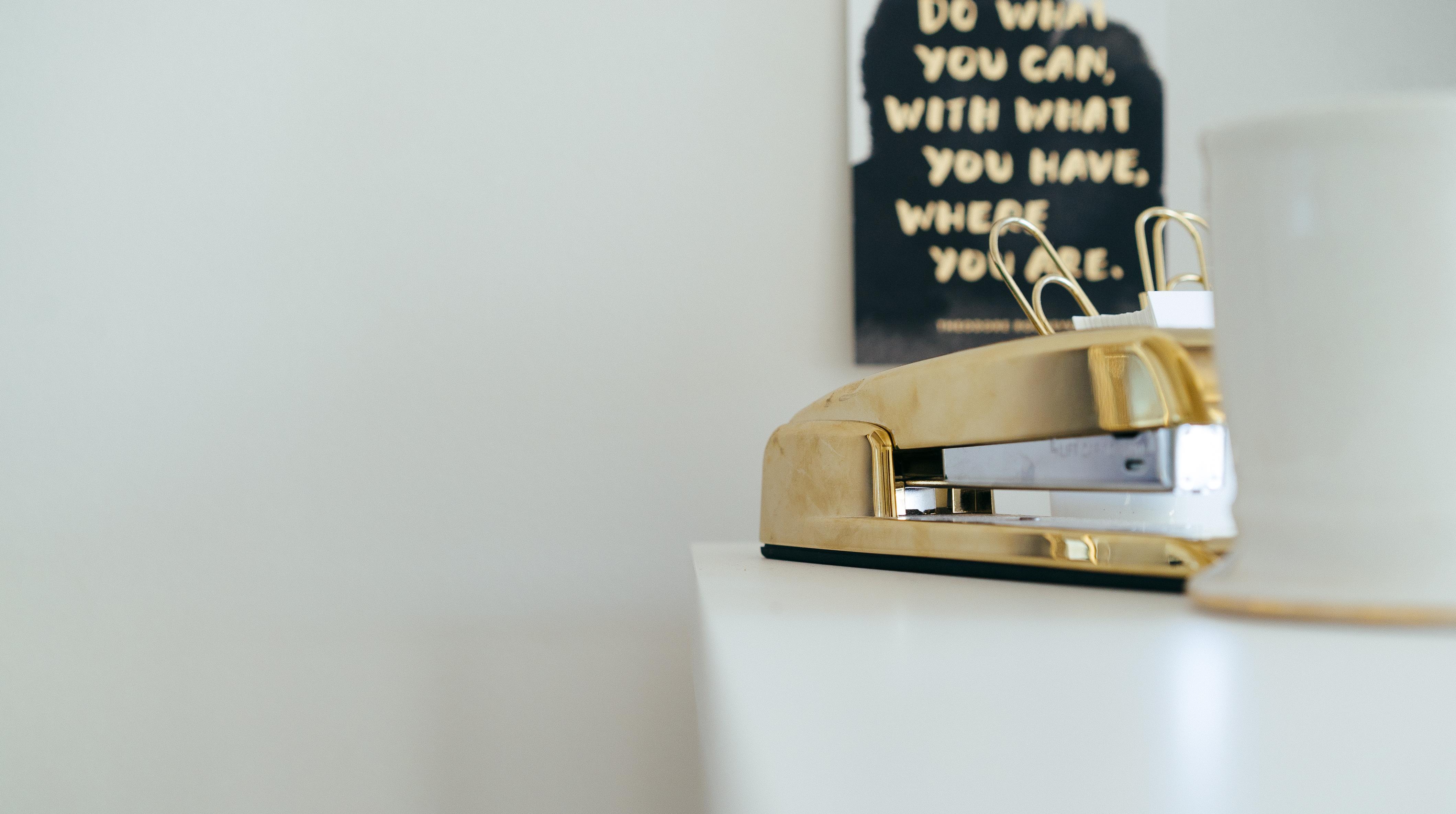 close-up-desk-stapler-and-motiv-sign