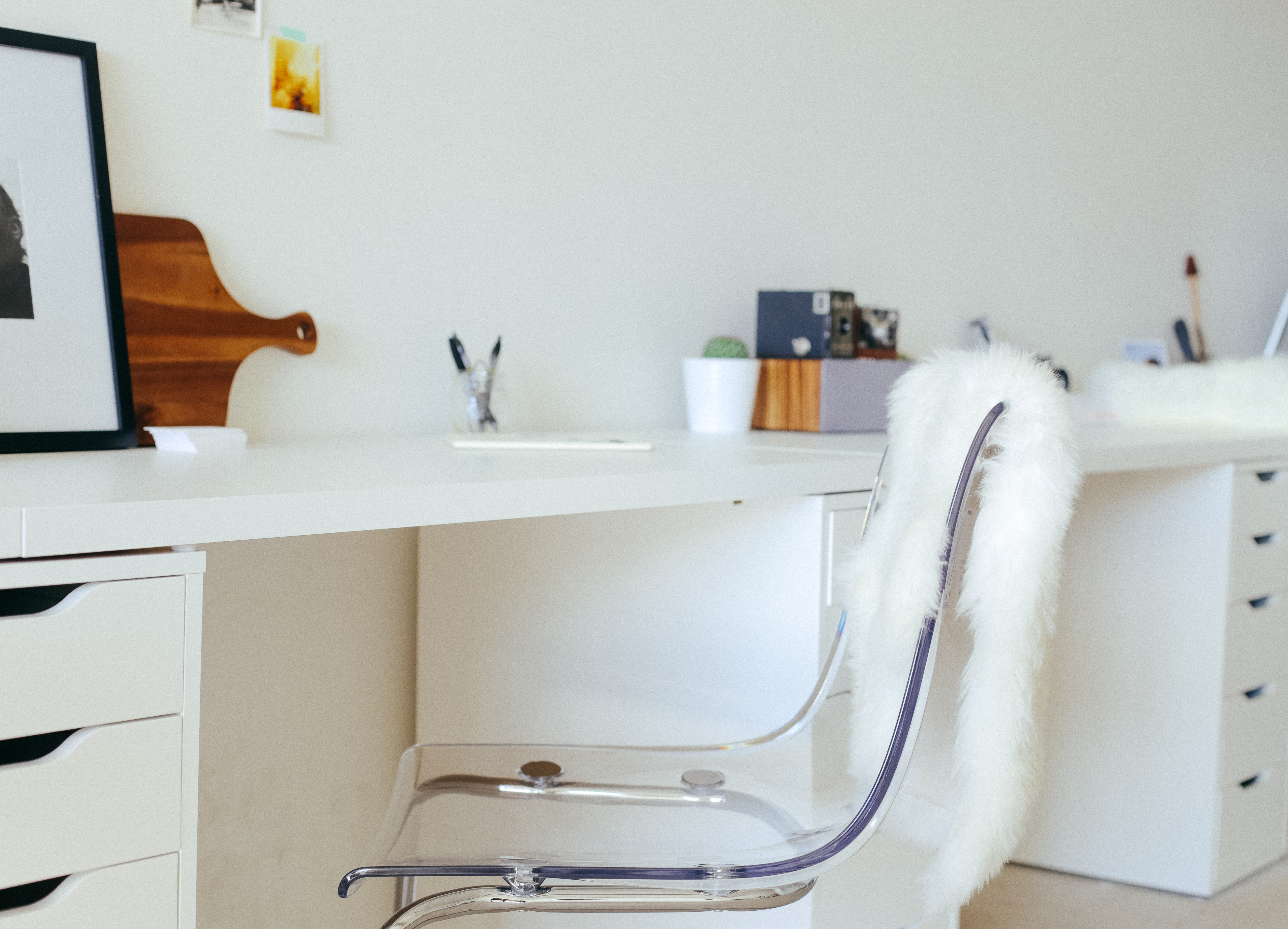 desk-and-chair-in-white